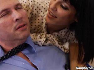 Хороший начальник заслужил горячий секс с секретаршей в чулках