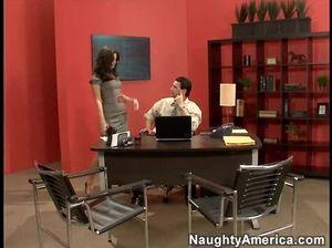 Милый подкачанный начальник оттрахал секретаршу в офисе