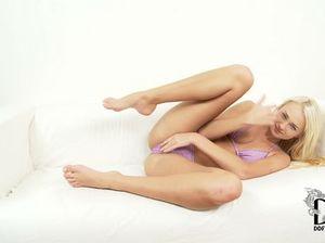 Эротическое представление русской девушки в купальнике