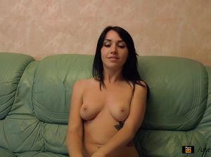 Украинская малышка громко кричит во время первого анального секса