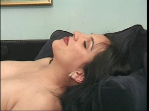Беременная шлюшка сосет волосатый хуй потенциальному жениху