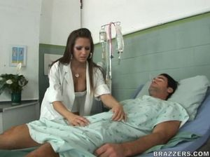 Сисястая медсестра в чулках разных позах сношается с пациентом
