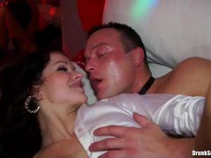 Групповая сексуальная оргия на День Святого Валентина