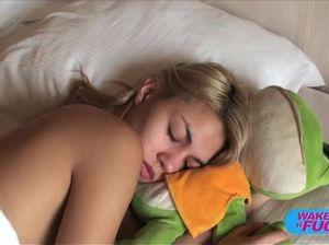 Вудман разбудил худенькую блондинку и поимел ее в рабочий анал