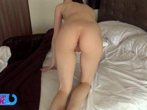 Вудман и его друг в два ствола долбят  симпатичную молодую модель на кровати