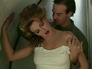 Потрясающая невеста в белых чулках жарится с постоянным любовником