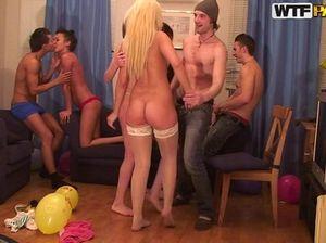 Горячий групповой секс молоденьких русских студентов