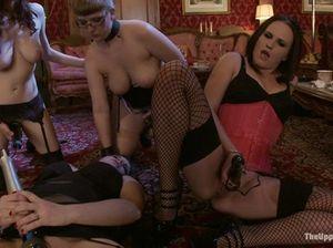 БДСМ вечеринка лесбиянок с жесткими пытками покорной рабыни