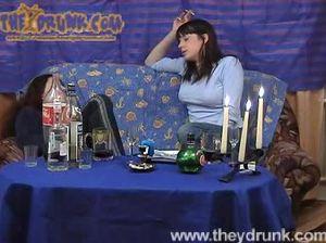 Две пьяные бабы лижут друг другу киски и занимаются сексом с мужиком