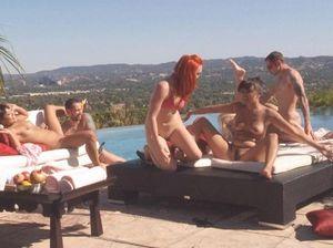 Классная свингерская вечеринка на крыше закончилась оргией