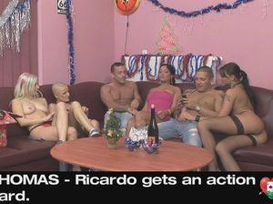 Новогодняя групповушка молодых свингеров после сексуальных игр