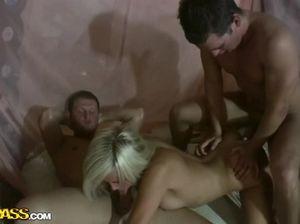 Крутая русская студенческая групповуха на съемной квартире