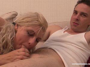 Парень на вечеринке соблазнил симпатичную блондинку и поимел ее