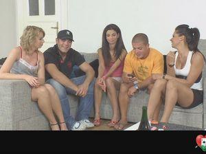 Закрытая вечеринка в квартире с оргией чешских свингеров
