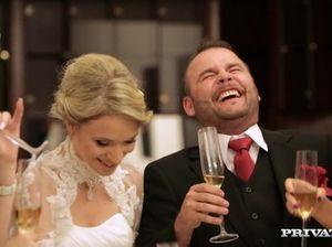 Невеста изменила своему жениху, потрахавшись с любовником в попу