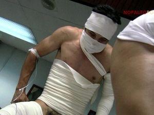 Пациент в бинтах в разных позах долбит медсестру в маске