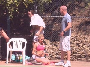 На теннисном корте чешские свингеры устроили групповой разврат