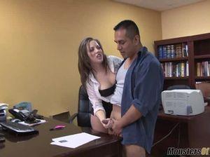 Зрелый мужчина залил свою секретаршу спермой после хорошего минета
