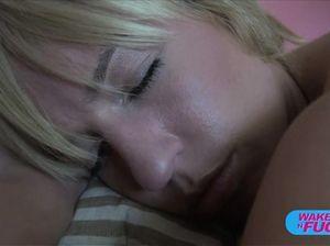 Симпатичная блондинка занялась классическим сексом с режиссером