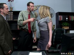 Сисястая секретарша и шеф лихо ебутся на столе