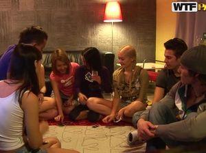 Курские студенты устроили зачётный групповой секс в закрытой квартире