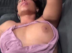 Сын трахает в бритую пизду спящую маму