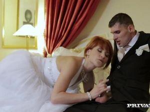 Рыжая невеста отдается двум мужикам прямо на своей свадьбе