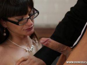 Начальник и его партнер устроили двойное проникновение милой секретарше