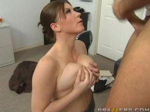 Пациент с большим членом поимел милую медсестру с красивой грудью
