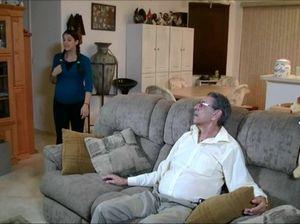Пожилой дедушка после минета ебет свою беременную внучку