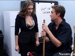Симпатичная секретарша в чёрных чулках занимается анальным сексом с посетителем