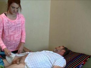 Девушка с маленькой грудью прыгает на члене спящего папы