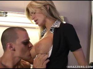 Секс в бритую киску медсестры с большими дойками