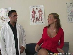 Врач соблазнил на секс пациентку с красивой натуральной грудью