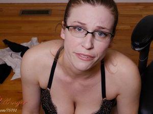 Баба в очках получила много спермы прямо на лицо