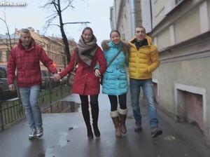 Молодые русские свингеры устроили оргию в квартире