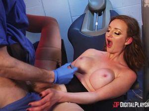 Врач стоматолог ебет симпатичную пациентку с рыжими волосами