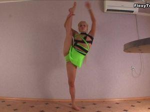 Обнажение русской гимнастки, по имени Ирина