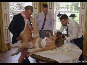 Три мужика после свадьбы трахают  похотливую невесту на столе