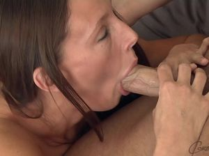 Красивая девушка стонет во время ебли с бисексуалом