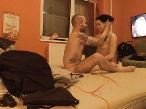 Пара занялась домашним сексом на скрытую камеру в спальне