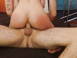 Связанная девка с рабочей жопой скачет на члене грубого русского парня