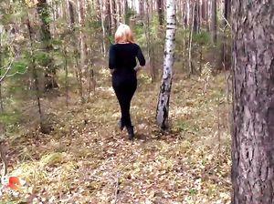 Неземная русская красотка занялась оральным сексом в лесу с парнем