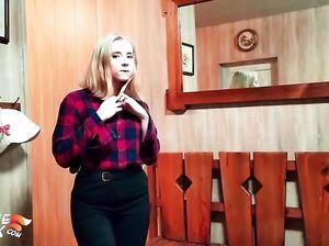 Жопастая русская блондинка занялась домашним сексом в сауне