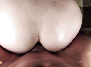 Няшная русская девушка в очках занялась домашним аналом с бойфрендом