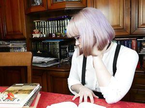 Роскошная русская девчонка в образе студентки сосет от 1 лица