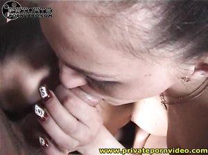 Две русские девушки в чулках устроили тройничок с любовником