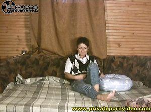 Короткостриженная русская девка трахается на камеру с бойфрендом