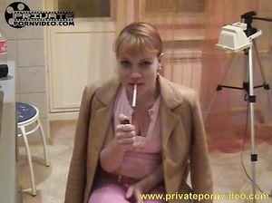 Курящая блондинка занялась домашним русским сексом с бойфрендом