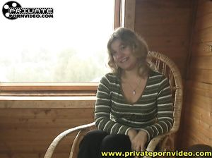 Приватный домашний секс с русской девушкой на чердаке